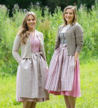 Links Dirndl 895395 Fb. 1844 Strickjacke 19533 Fb. 18 Rechts Dirndl 995125 Fb. 4418 Dirndlbluse 995000 Fb. 10 Strickjacke 19560 Fb. 11.JPG